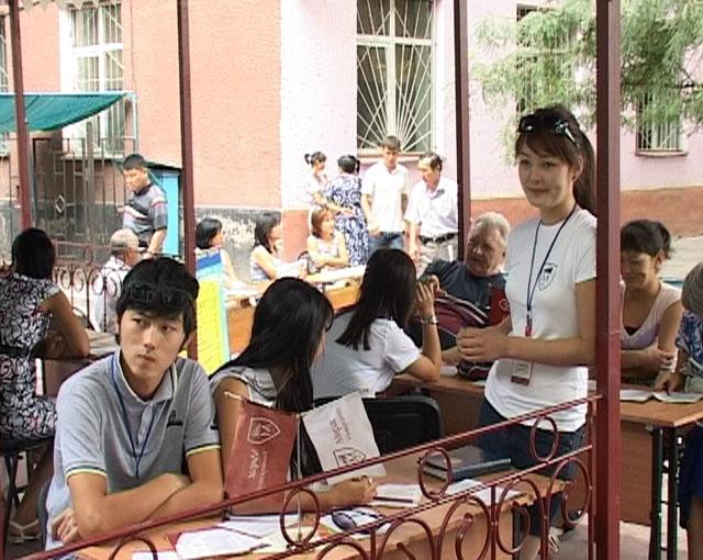 Студенты ВУЗов ЮКО уходят с занятий читать намаз