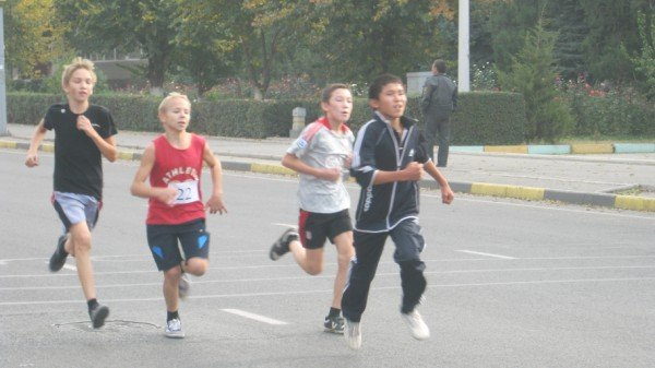 В массовом забеге участвовали и дети