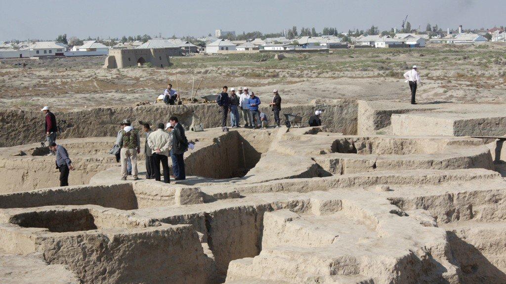 На раскопках совместно работают молодые ученые СНГ и дальнего зарубежья