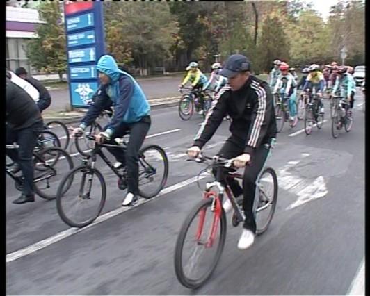 Велокортеж сопровождали патрульные машины