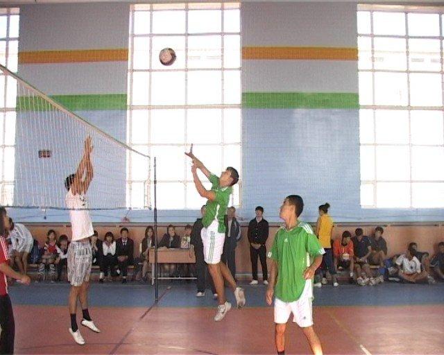 """Команда колледжа """"Жалын"""" играла слаженно и показала интересную игру."""