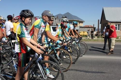Велокортеж проехался по центральным улицам Шымкента