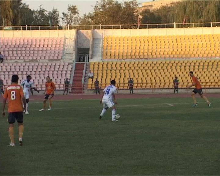 Даурен Тажимбетов с мячем