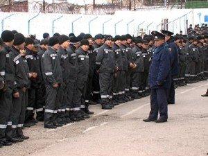 Заключенных колонии строгого режима переодели в серую форму