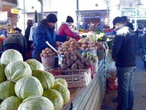 Купить дешевые продукты можно на социальных рядах на рынках Шымкента