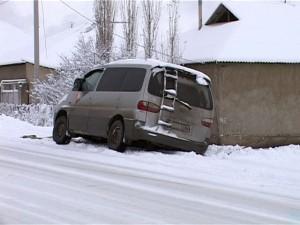 Водители возмущены, что к середине дня дороги не убраны