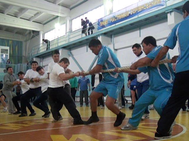 В перетягивании каната Южно-казахстанский педагогический университет победил