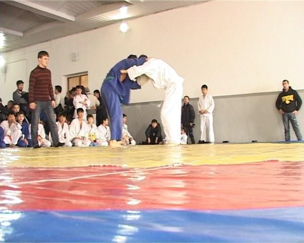 Для юных дзюдоистов показать здесь свои навыки - главная задача