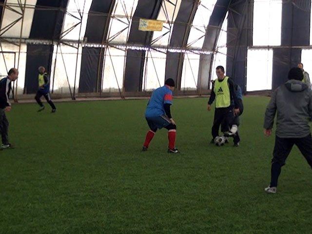 За победу в футбольном турнире боролись пять команд
