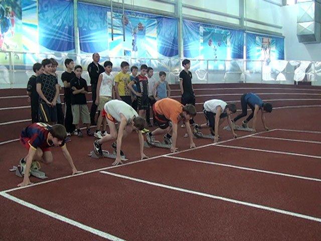 В городском первенстве по легкой атлетике приняли участие 140 спортсменов