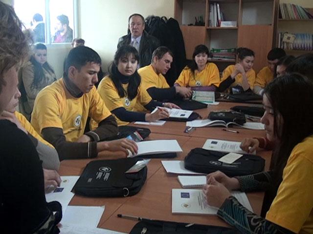 Волонтеры проходят обучение