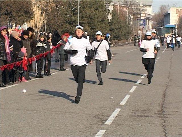 Подобные новогодние мини-марафоны в этот день прошли во всех областных центрах Казахстана