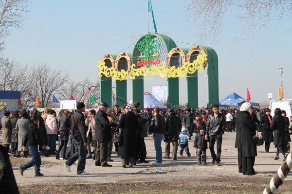 Тысячи людей пришли на ипподром отпраздновать Наурыз
