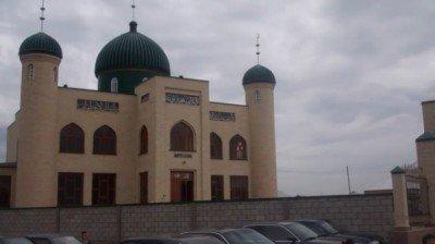 Новая мечеть на дачном массиве Кайнар булак