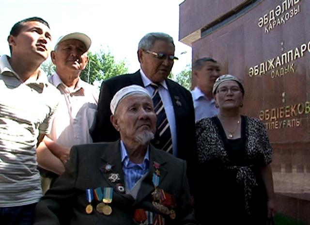 Единственный в Шымкенте Герой Советского Союза принимает поздравления