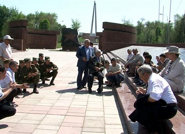 Герой Советского Союза встретился с молодыми военными