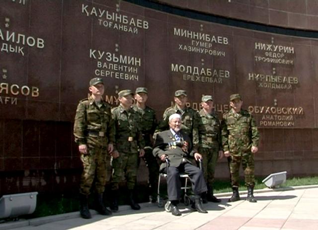 На мемориале Славы в Шымкенте увековечено имя Тоганбая Каумбаева