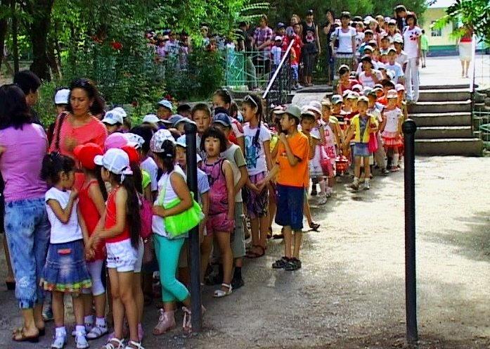 Детей каждый день водят по паркам города