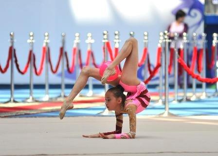красивые гимнастки по художественной гимнастике фото