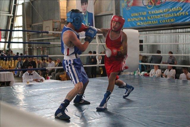 Первый бой на открытии международного турнира