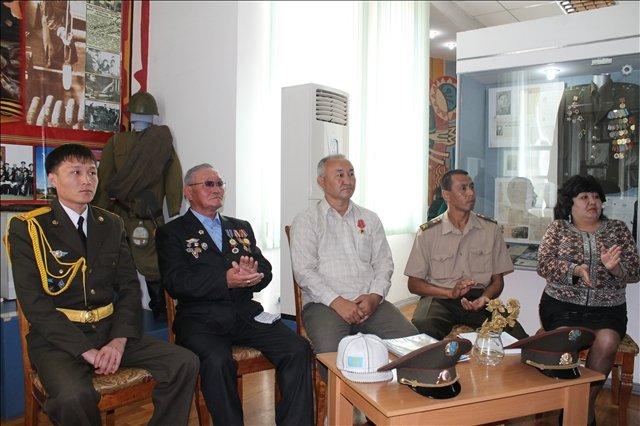 Гости приглашенные на мероприятие посвященное 20-летию вооруженных сил РК