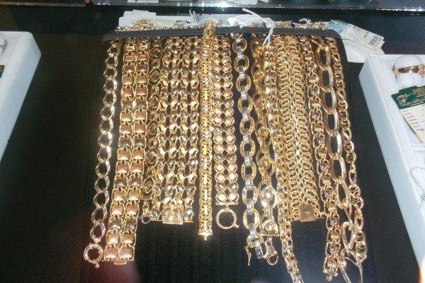 При покупке любого золотого или серебряного изделия, «Казахювелир» дарит разовую дисконтную карту со скидкой 10%