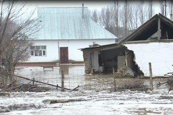 В Сарыагашском районе два дома разрушены из-за паводка