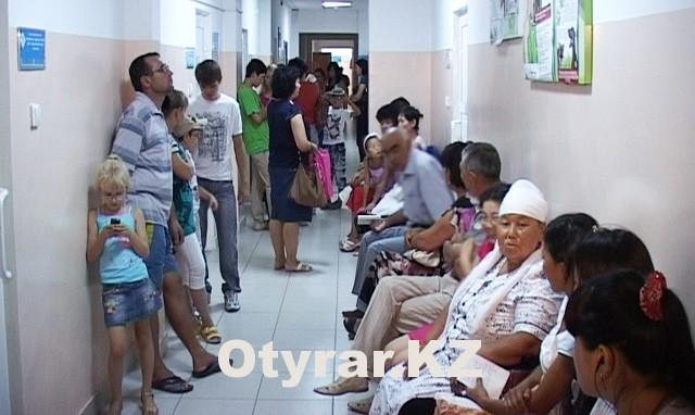 Огромные очереди - повседневная картина в глазной больнице ЮКО