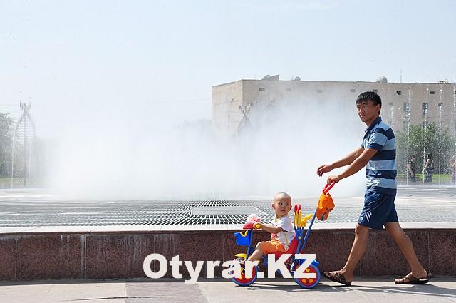 Отдыхающих в парке независимости стало больше из-за фонтана