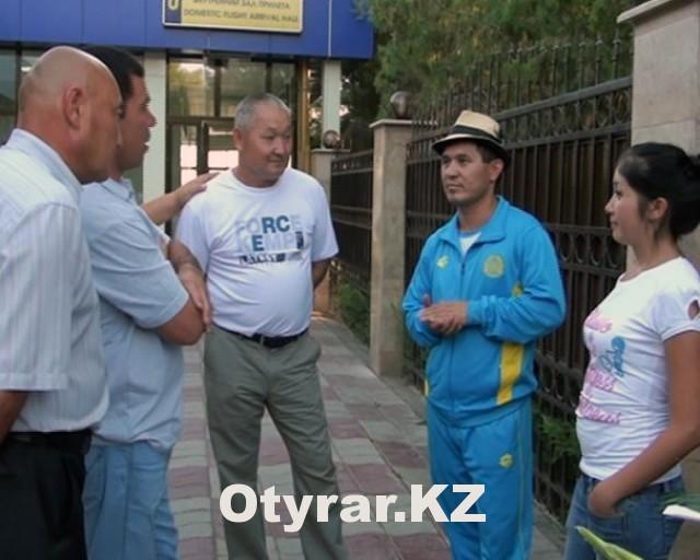 Участника Олимпиады-2012, боксера Биржана Жакыпова встретили в аэропорту Шымкента
