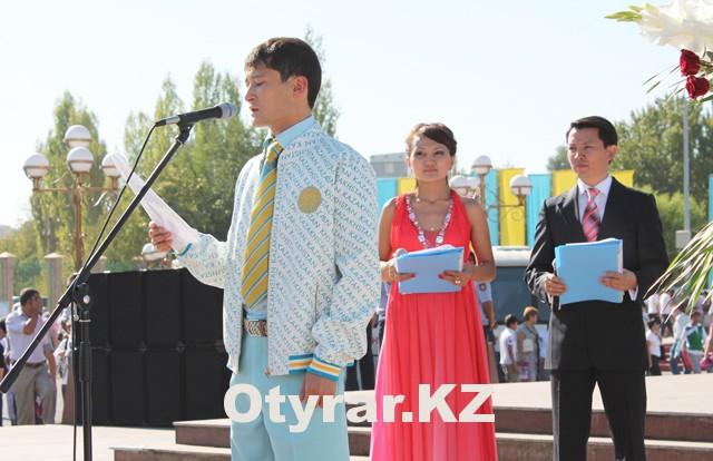 На фестиваль здоровья пришел боксер Биржан Жакыпов