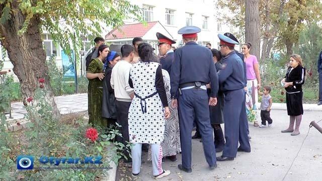 Женская разборка около областной больницы Южного Казахстана