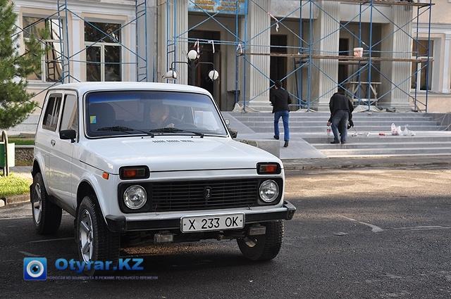 На государственном автопарке встречаются и УАЗики