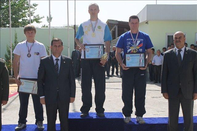 Награждение Александра Ермакова золотой медалью Чемпионата СНГ