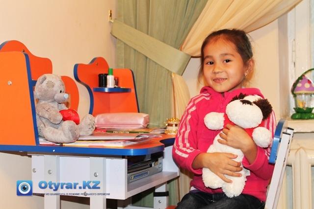 7-ми летняя Анита, средняя дочка Аскара Клушева. В этом году она пошла в первый класс.
