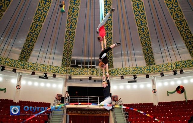 Воздушные гимнасты готовят яркий номер к юбилею области