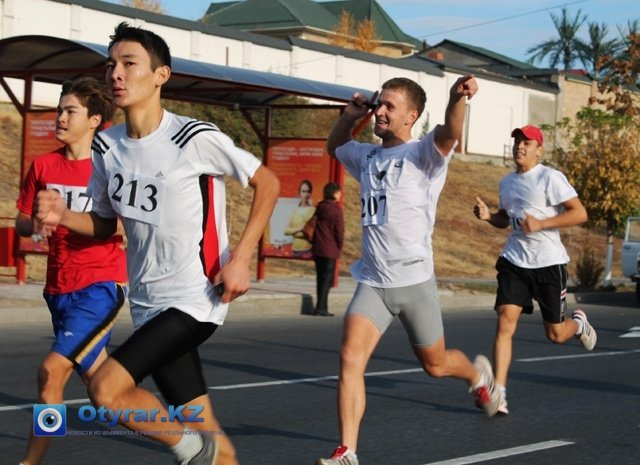 Команда триатлонистов ежегодно участвуют в городском забеге