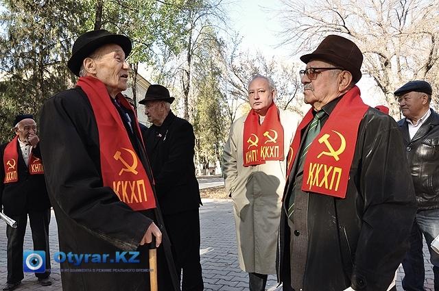 Коммунисты вспоминают историю октябрьской революции