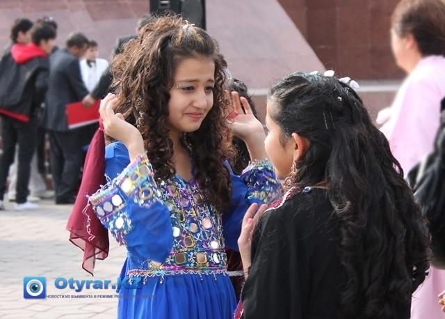Танцовщицы из афганской группы