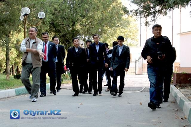 Гости в Шымкентском дендропарке