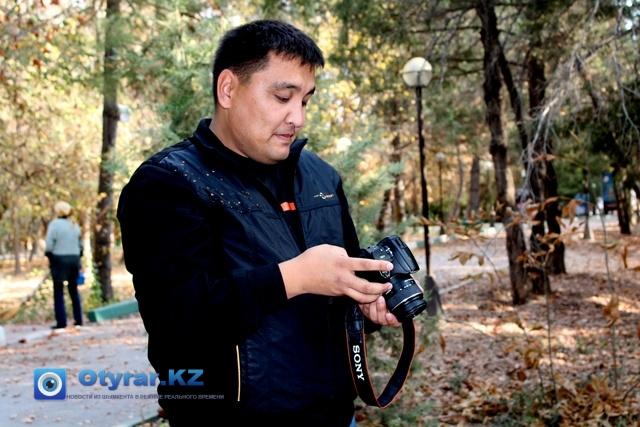 Нурлан Жумаханов делает фоторепортаж о нашем городе