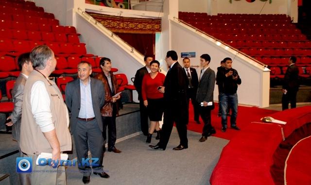 Делегацию, радушно встретили представители областного цирка