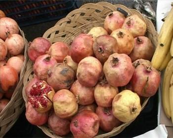 Самые большие очереди стояли за фруктами и овощами. Кг гранатов стоил 350 тенге