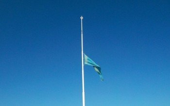 Приспущенный флаг Казахстана