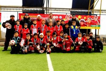 За занятое первое место воспитанникам школы №36 вручили кубок, мячи и золотые медали