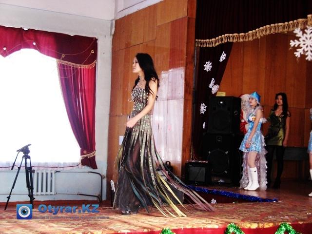 Одно из платьев, символизирующее год змеи