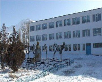Без крыши осталась школа имени А. Молдагуловой