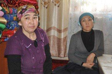 Айгуль и Гульнара со смертью своего родственника смирились, а вот казахстанские чиновники не могут поверить