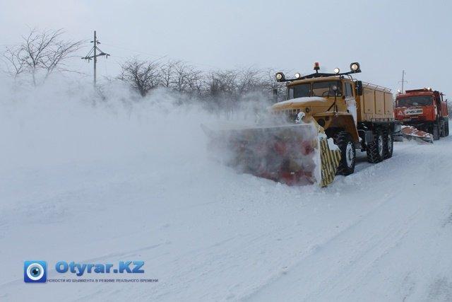 Снегоуборочные машины работают круглые сутки