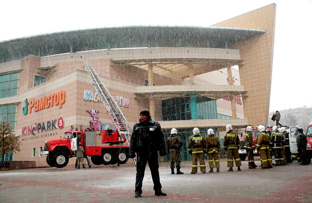 Согласно плану действий на место прибыли сотрудники противопожарной службы